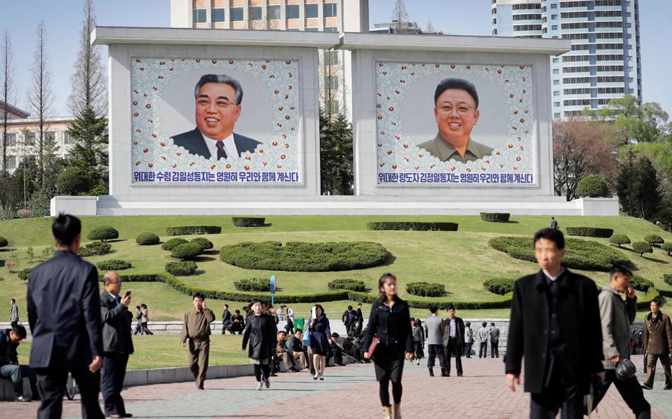 Η Βόρεια Κορέα προκαλεί ανοιχτά τις ΗΠΑ: Έκαψαν σε εορταστικό βίντεο την αμερικανική σημαία - Εικόνα 4