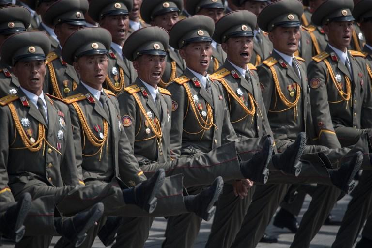 Ένα χαλασμένο άρμα μάχης και ένας «λυγισμένος» (;) πύραυλος έδειξαν την κακή εικόνα των βορειοκορεατικών ΕΔ (φωτό, βίντεο) - Εικόνα5