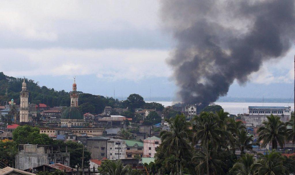 Χάος στις Ν.Φιλιππίνες: Οι Τζιχαντιστές εκτελούν γυναίκες και παιδιά – 95 νεκροί – Ρ.Ντουτέρτε: «Ήθελαν να πολεμήσω την Κίνα – Σύναψα συμμαχία με Πεκίνο-Μόσχα» – Σκληρές σκηνές (βίντεο) - Εικόνα2