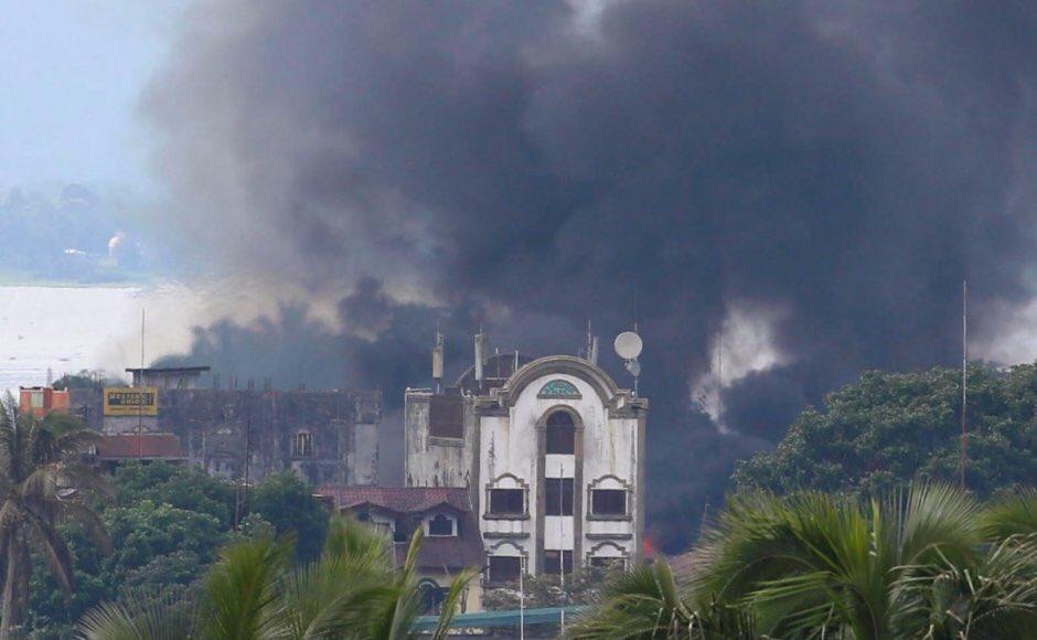 Χάος στις Ν.Φιλιππίνες: Οι Τζιχαντιστές εκτελούν γυναίκες και παιδιά – 95 νεκροί – Ρ.Ντουτέρτε: «Ήθελαν να πολεμήσω την Κίνα – Σύναψα συμμαχία με Πεκίνο-Μόσχα» – Σκληρές σκηνές (βίντεο) - Εικόνα3