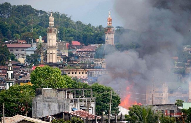 Χάος στις Ν.Φιλιππίνες: Οι Τζιχαντιστές εκτελούν γυναίκες και παιδιά – 95 νεκροί – Ρ.Ντουτέρτε: «Ήθελαν να πολεμήσω την Κίνα – Σύναψα συμμαχία με Πεκίνο-Μόσχα» – Σκληρές σκηνές (βίντεο) - Εικόνα4