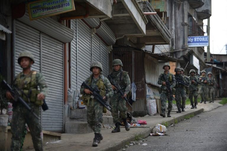 Χάος στις Ν.Φιλιππίνες: Οι Τζιχαντιστές εκτελούν γυναίκες και παιδιά – 95 νεκροί – Ρ.Ντουτέρτε: «Ήθελαν να πολεμήσω την Κίνα – Σύναψα συμμαχία με Πεκίνο-Μόσχα» – Σκληρές σκηνές (βίντεο) - Εικόνα5