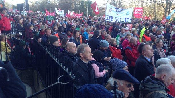 Χιλιάδες διαδήλωσαν στην Ιρλανδία κατά των αμβλώσεων - Εικόνα