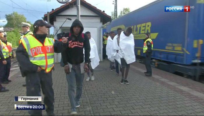 Ο «χρήσιμος ηλίθιος» της ΕΕ: Το Βερολίνο αποστέλλει πίσω στην Ελλάδα τους φονικούς λαθρομετανάστες μετά από σωρεία επιθέσεων στο γερμανικό έδαφος! - Εικόνα1