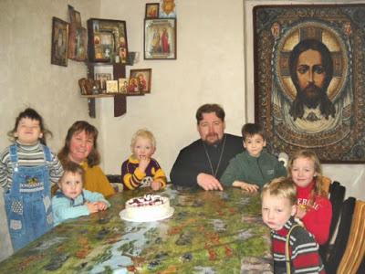 Ο Χριστιανισμός ανθίζει στην Ανατολική Ευρώπη δεκαετίες μετά την πτώση του αθεϊστικού κομμουνισμού, δείχνει έρευνα. Πιο στενά συνδεδεμένη η θρησκευτική με την εθνική ταυτότητα στις ορθόδοξες χώρες - Εικόνα3