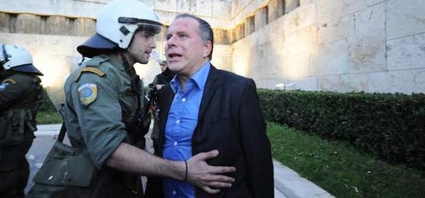 Επιστολή αστυνομικού των ΜΑΤ!!! Όποιος ακουμπήσει πολίτη θα του κόψουμε τα χέρια…