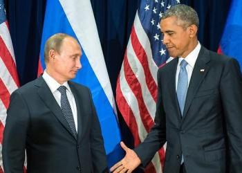 epa04955054 Russian President Valdimir Putin (L) and US President Barack Obama (R) shake hands for the cameras before the start of a bilateral meeting at the United Nations headquarters in New York City, New York, USA, 28 September 2015. Putin and Obama are in New York City to attend the UN 70th anniversary general assembly meetings.  EPA/SERGEI GUNEYEV /RIA NOVOSTI / KREMLIN POOL MANDATORY CREDIT