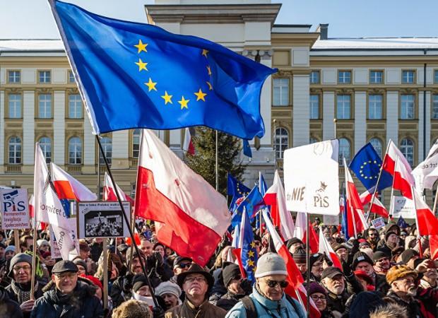 Βρυξέλλες και Βερολίνο εναντίον Βαρσοβίας σε μια αναμέτρηση έξω από τα όρια
