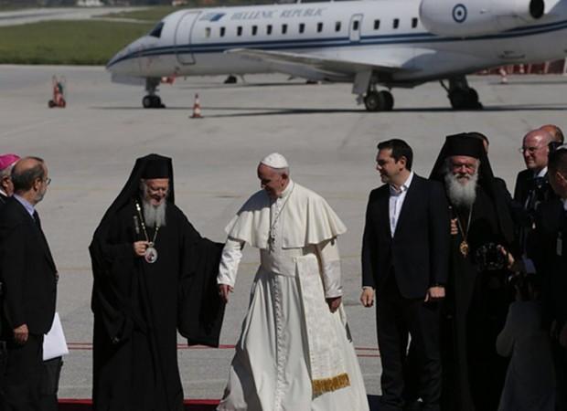 Το κακοστημένο show της επίσκεψης του Πάπα στη Λέσβο…