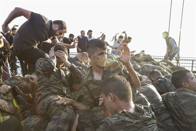 160716-world-turkey-anger-soldiers-kick-0556_b7dfa1104456478e14e5666c33420274.nbcnews-ux-1024-900