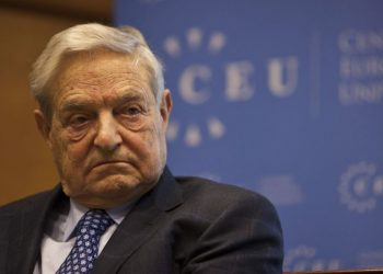 epa02991185 Hungarian born US billionaire philanthropist, investor  George Soros is seen prior to his lecture entitled 'Reflexivity at Work in the European Union' at the Central European University in Budapest, Hungary, 03 November 2011.  EPA/Zsolt Szigetvary HUNGARY OUT
