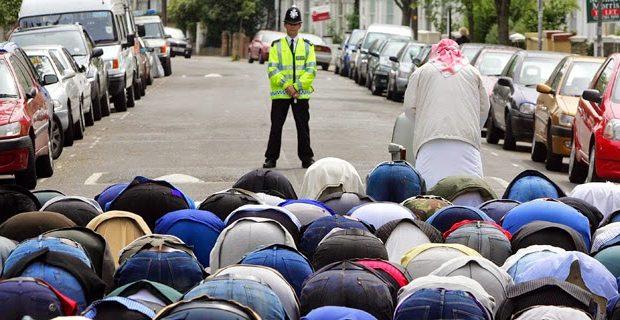 englandmuslimsprayonstreethp