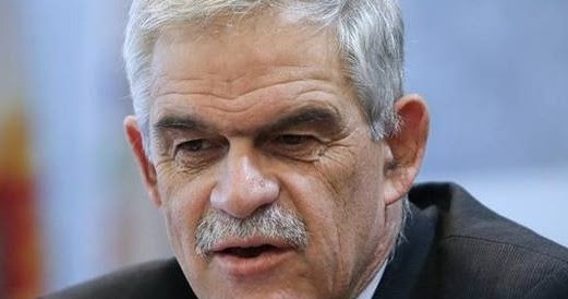 """Αναπληρωτής Υπουργός Εσωτερικών Νίκος Τόσκας: """"Απαγορευμένο αντικείμενο"""" στα γήπεδα η σημαία της Βορείου Ηπείρου!"""