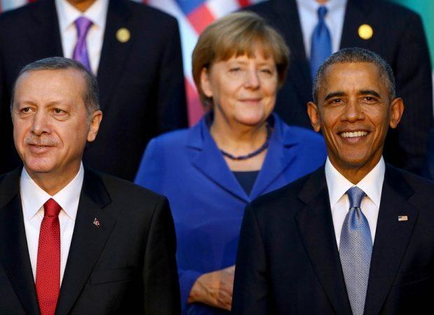 ANTALYA'DA DUZENLENEN G-20 ZIRVESI'NE KATILAN ULKE LIDERLERI, REGNUM OTEL'DE 'AILE FOTOGRAFI'NDA BIR ARAYA GELDI. (FOTO: DHA-ANTALYA-G20)