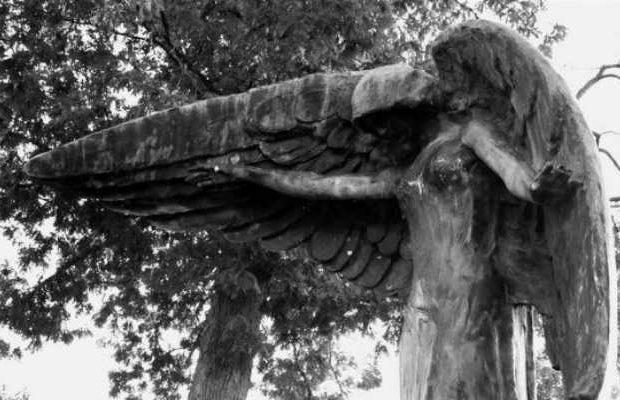Black Angel: Το καταραμένο άγαλμα που «σκοτώνει» όποιον το αγγίζει [Βίντεο]