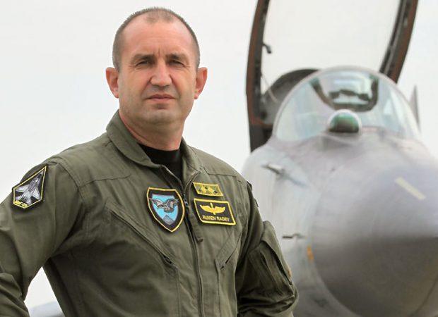 ΕΚΤΑΚΤΟ: Η Βουλγαρία βγαίνει από το ΝΑΤΟ – Νέος πρόεδρος της χώρας ένας πρώην Α/ΓΕΑ και πιλότος MiG-29 που δηλώνει: «Δεν θα προδώσω τη Ρωσία» (βίντεο