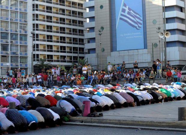 Τουρκική εφημερίδα ρίχνει «λάδι στην φωτιά» στην εθνικιστική ρητορική Ερντογάν. «Έλληνες με στρατιωτικά δεν αφήνουν να χτιστεί το τζαμί στο Βοτανικό»