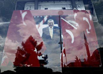 Snapshot of Istanbul, ahead of parliamentary elections that are due for June 7. Istanbul, 29 May, 2015 / Στιγμιότυπο από την Κων/πολη μία εβδομάδα σχεδόν πριν τις βουλευτικές εκλογές της 7ης Ιουνίου. Κων/πολη, 29 Μαΐου, 2015