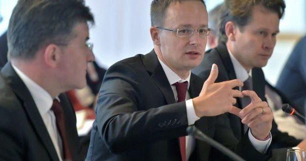 Ούγγρος ΥΠΕΞ: Η Ελλάδα πρέπει να πεισθεί να μην εμποδίζει τα Σκόπια