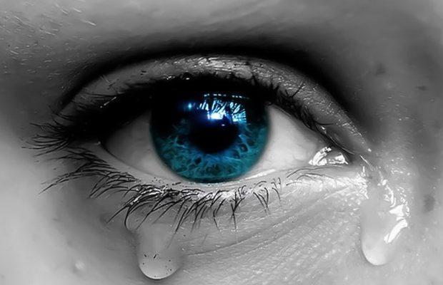 Αποτέλεσμα εικόνας για Η Ελλάδα χάνεται και συ ασχολείσαι με το Survivor!